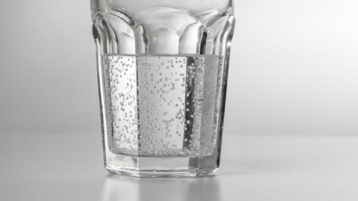 المشروبات الباردة أم الساخنة: أيهما يطفئ لهيب الصيف؟