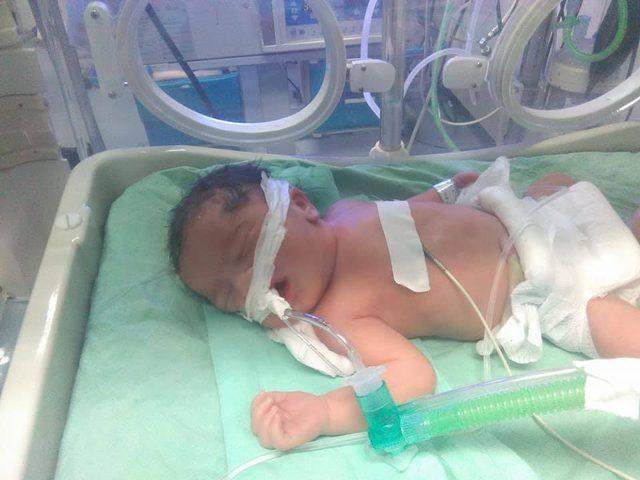 مواطن يحمل صحة غزة مسؤولية وفاة طفلته