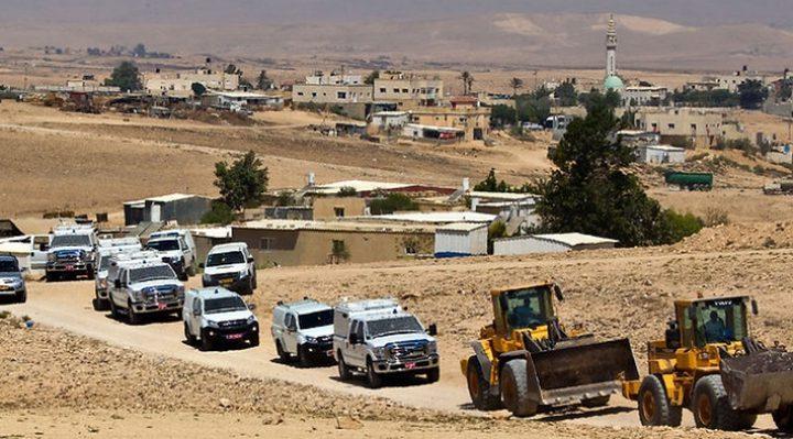 الاحتلال يخطر بهدم بيتين متنقلين في أم الحيران