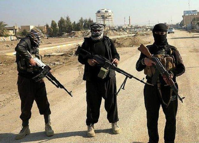 """القوات العراقية تدق آخر معاقل """"داعش"""""""