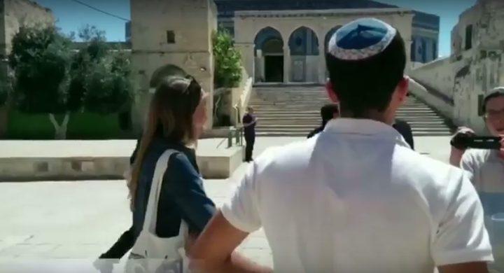 """مستوطنان يعلنان زواجهما في باحات المسجد الأقصى """"فيديو"""""""