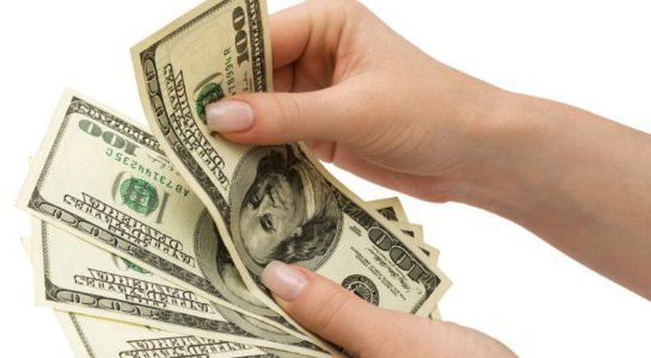 ما سبب تراجع الدولار الأمريكي؟