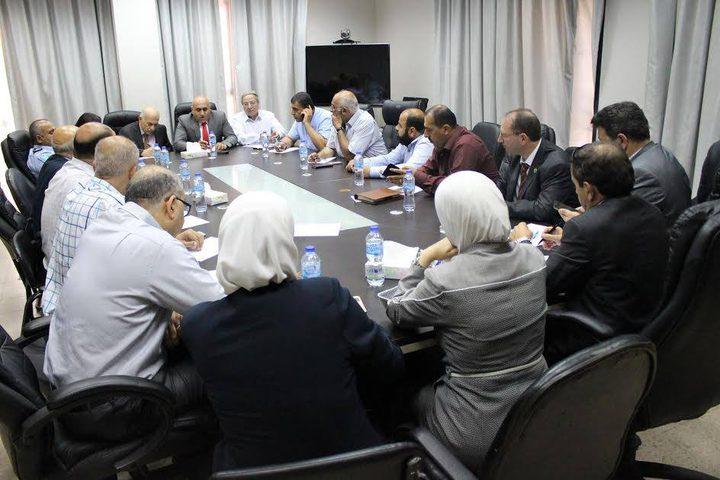 محافظ نابلس يصدر إجراءات لمعاقبة مخالفي سائقي العمومي