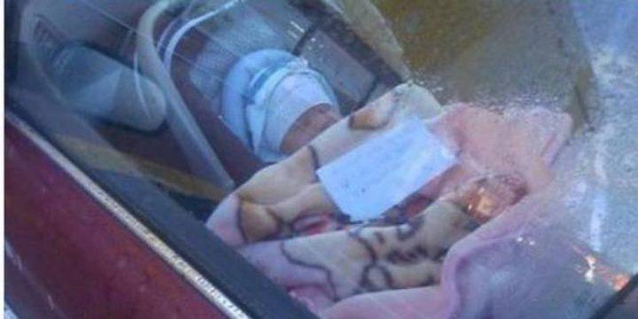 تركت طفلتها الرضيعة بمفردها في السيارة..وما حدث بعد ذلك أشعل مواقع التواصل