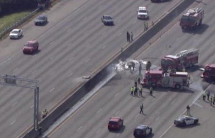 بالفيديو.. تحطم طائرة على طريق سريع بولاية كاليفورنيا