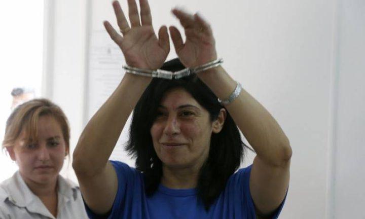 الاحتلال يعتقل سبعة مواطنين بينهم النائب خالدة جرار