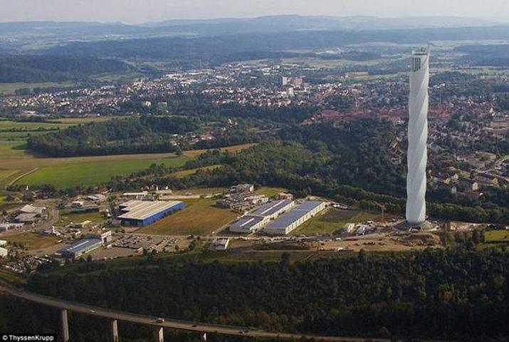 أول مصعد يعمل بالدفع المغناطيسي ودون كوابل
