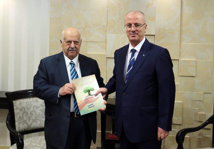 رئيس الوزراء يتسلم التقرير السنوي لمؤسسة إدارة وتنمية أموال اليتامى