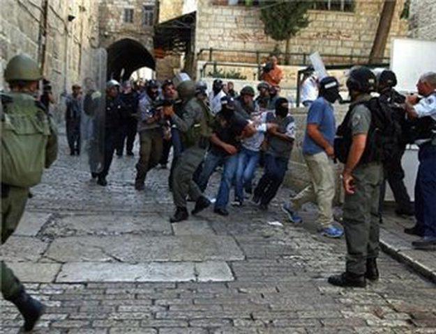 شرطة الاحتلال تعتدي علي مقدسي وتعتقله