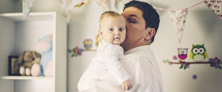 قضاء الرضع وقتاً طويلاً مع آبائهم يزيدهم ذكاء