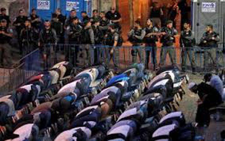 المئات يشاركون في صلاة الفجر بمحيط الأقصى والأوقاف تواصل اعتصامها
