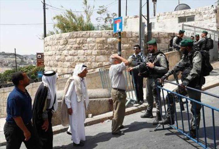الاحتلال ينتهك حرمة الأقصى(صور)