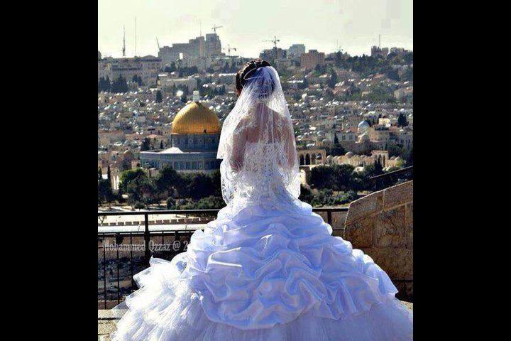 المسلم والمسيحي يزفون بصمت...كرامًة لوجع القدس