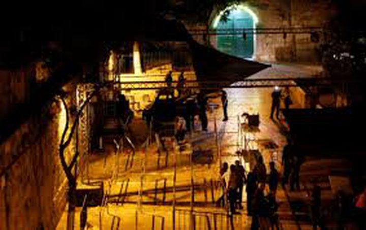 القدس تنتصر...الاحتلال يشرع بإزالة الجسور والممرات من الاقصى(فيديو)