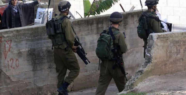 الاحتلال يحول منزل بالخليل الى منطقة عسكرية مغلقة