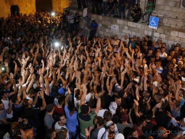 الاحتفالات تعم القدس بعد إزالة البوابات
