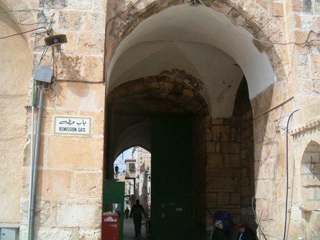 الاحتلال يواصل رفضه فتح باب حطة والتوتر يسود المكان (فيديو)