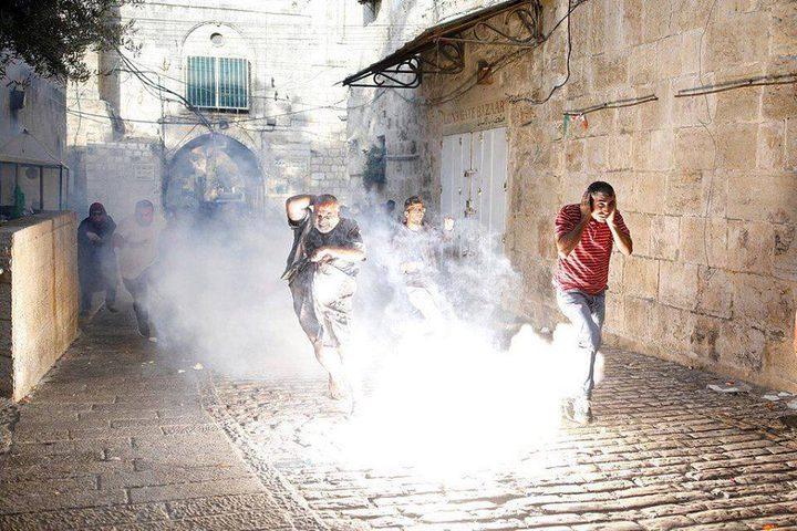 وحشية الاحتلال في المسجد الأقصى..شاهد كافة التفاصيل بالفيديو