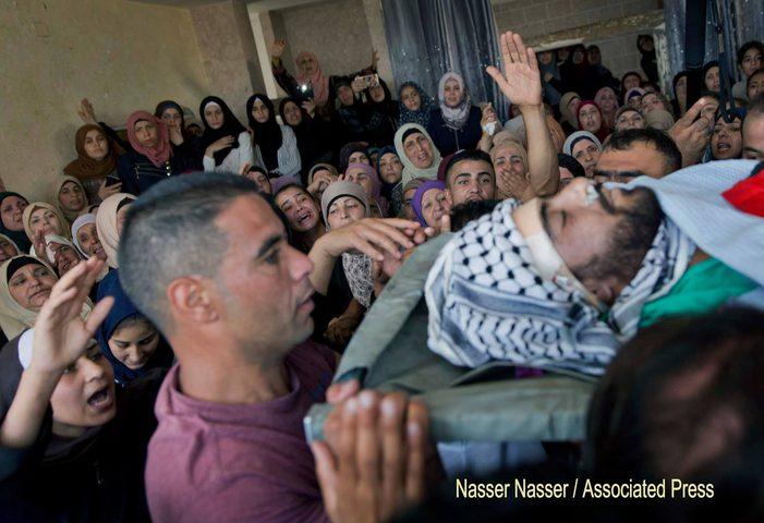 الآلاف يشيعون جثمان الشهيد محمد كنعان