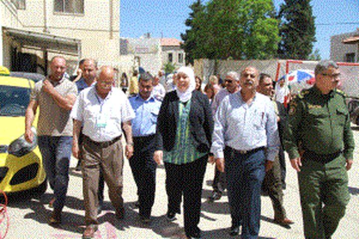 غنام تؤكد على تكريس الديمقراطية في جولتها لمراكز الانتخابات التكميلية