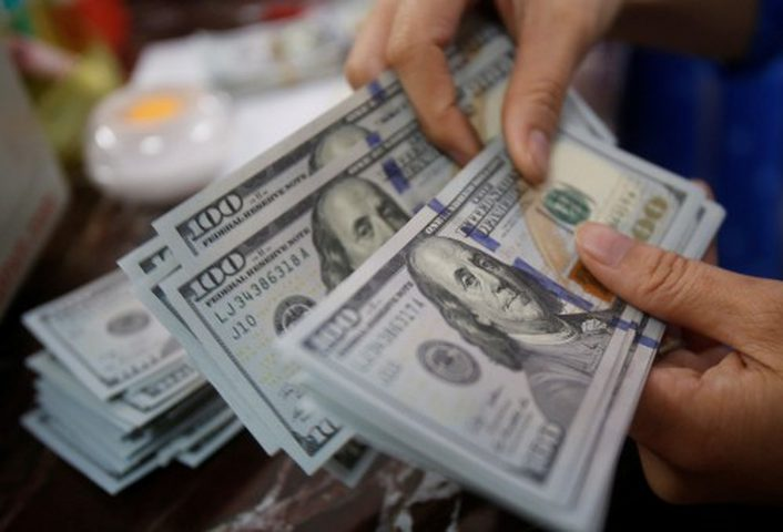 الدولار يواصل تقلبه أمام الشيقل