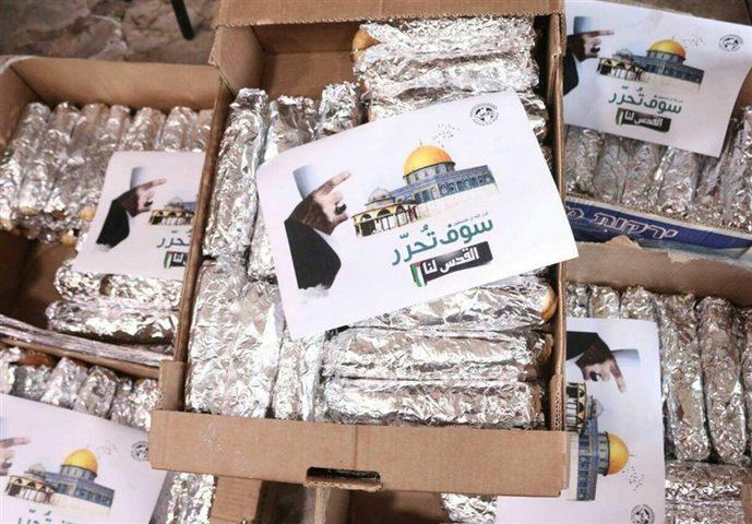 """إيران تركب الموجة .."""" مساعدات غذائية وعبارات الخامنئي في الأقصى (صور)"""