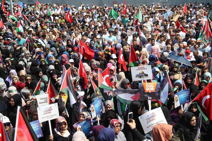 الآلاف يتظاهرون في اسطنبول احتجاجاً على الإجراءات الاسرائيلية في القدس