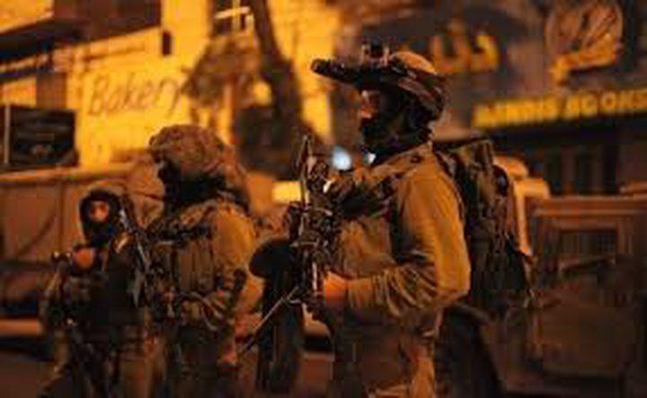 الاحتلال يعتقل (15) مواطنًا من الضفة
