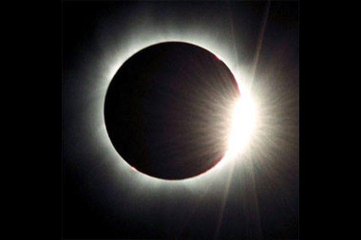 أطول كسوف للشمس في التاريخ هذا الشهر