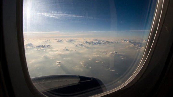 ماذا يحدث لو فتحت نوافذ أو أبواب الطائرة؟