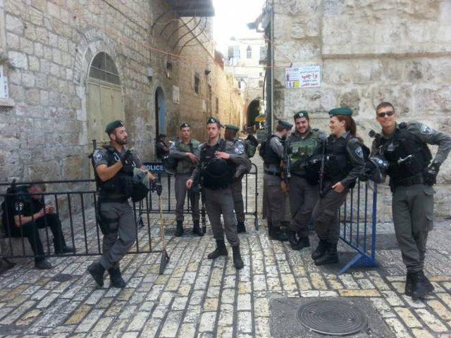 الاحتلال يمنع حارسا من دخول المسجد الاقصى