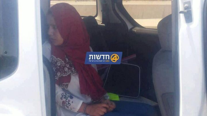 الاحتلال يعتقل فتاة بحجة حيازتها سكينًا