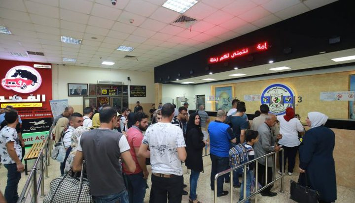 منع 17 مواطنا من السفر عبر معبر الكرامة