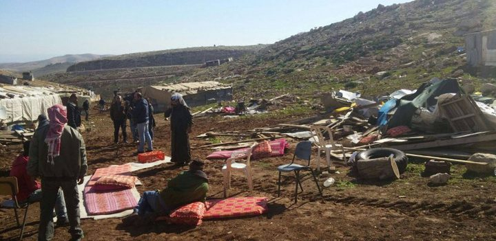 الاحتلال يخطر بهدم 23 منزلا في تجمع بدوي
