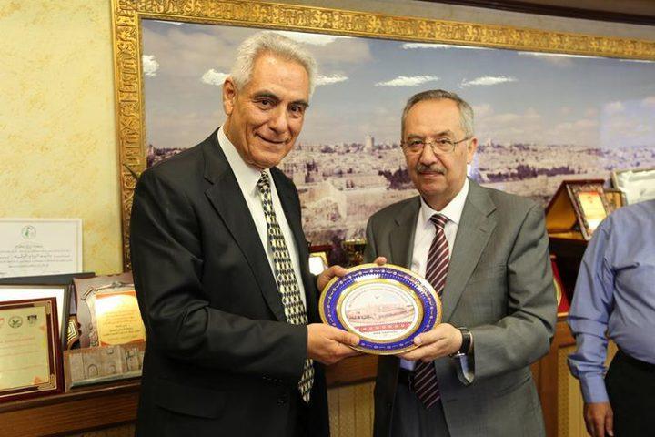 النجاح تستضيف ممثّل اللجنة اليونانية لتطبيق مشروع بولونيا