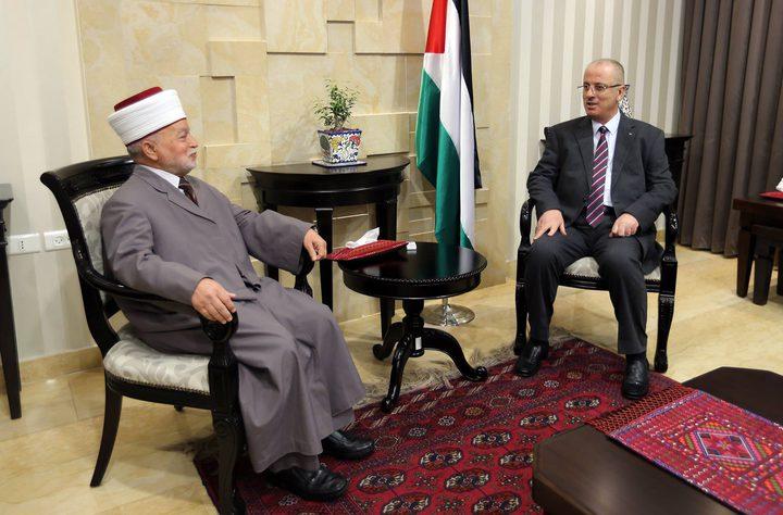 رئيس الوزراء يستقبل مفتي القدس ويطلع على آخر الأوضاع في المدينة والمسجد الأقصى
