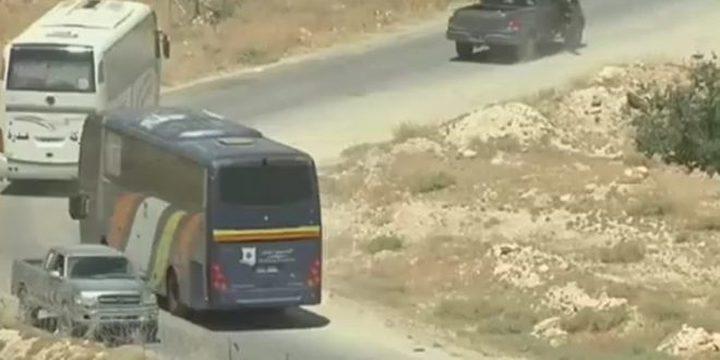وصول حافلات النصرة الى ريف حماه حيث سيجري تبادل الأسرى مع حزب الله
