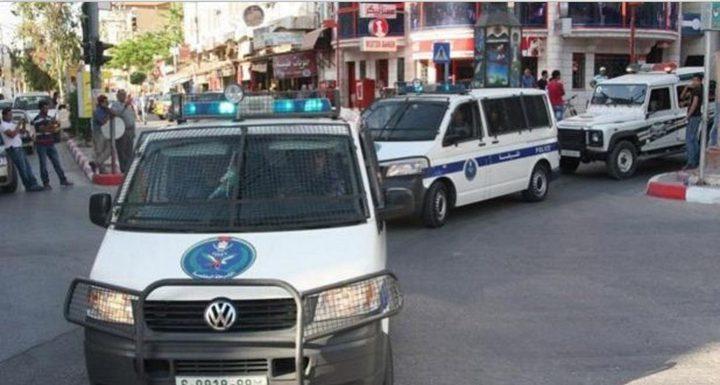 مواطن يسلم مركبة نجله غير القانونية للشرطة