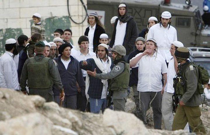 3 إصابات واعتقال طفل شرق الخليل