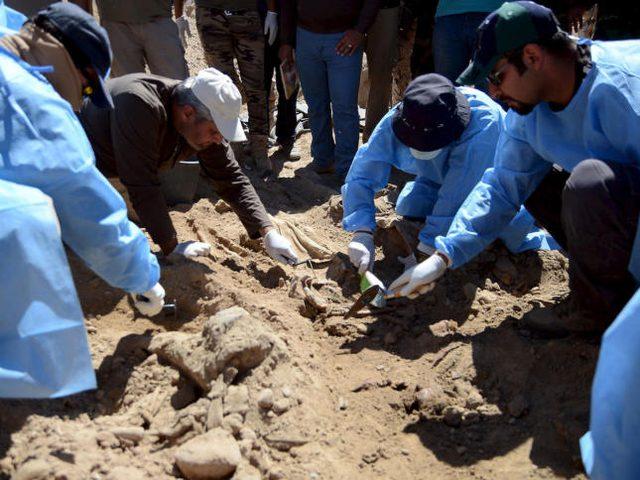 العثور على مقبرة جماعية تضم رفات 40 شخصًا غرب بغداد
