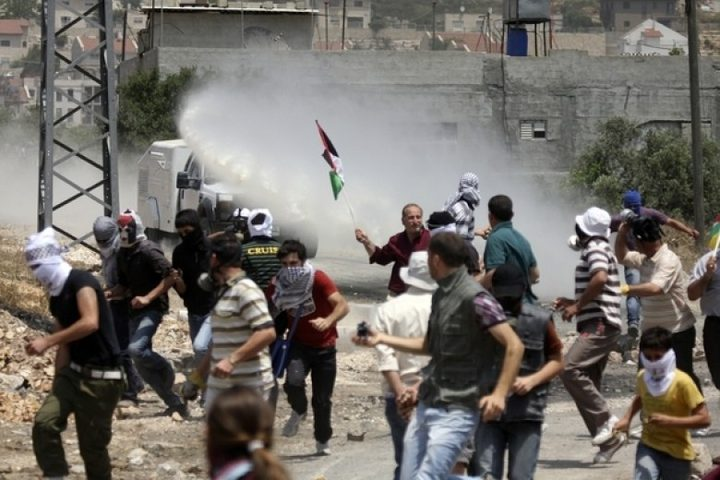 قوات الاحتلال تحتجز عددا من المتظاهرين في نعلين