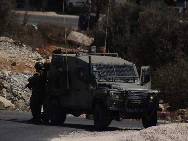 الاحتلال يشرع في إقامة برج عسكري وبوابات حديديةجنوب الخليل