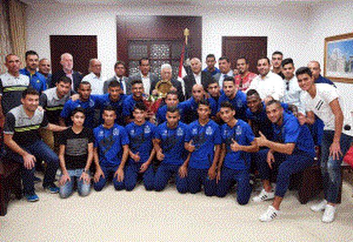 الرئيس يستقبل نادي شباب رفح المتوج بكأس فلسطين لكرة القدم