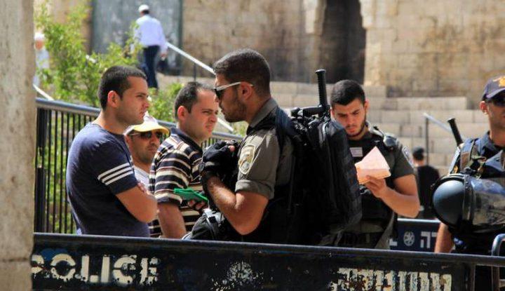 الاحتلال يبعد فتى عن القدس ويفرج عن مصور صحفي