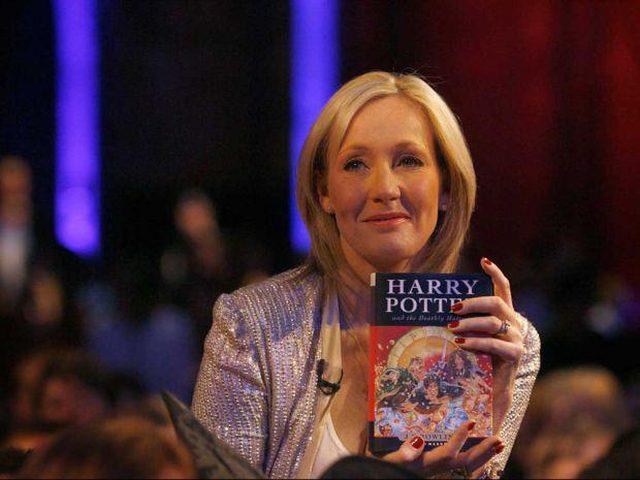 مؤلفة هاري بوتر الكاتبة الأعلى دخلاً في العالم