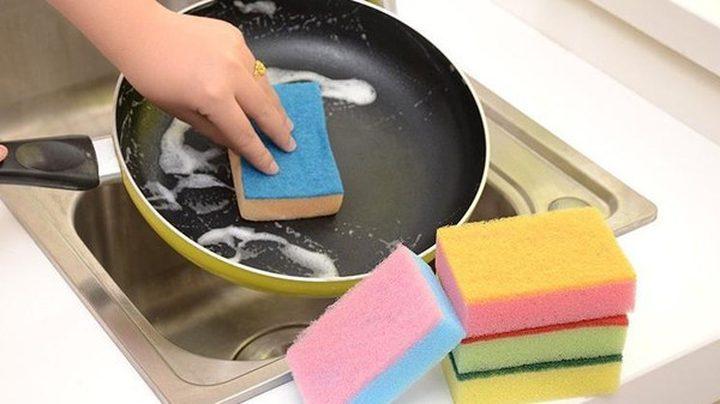 للوقاية من الجراثيم.. استبدل إسفنجة المطبخ أسبوعياً