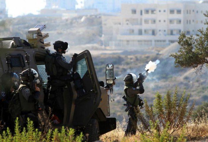 الاحتلال يقتحم سلوان ويستهدف منزلًا بالقنابل والرصاص