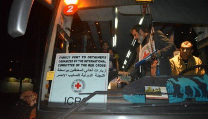 العشرات من أهالي أسرى غزة يتوجهون لزيارة ابنائهم