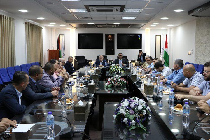 وزارة الاتصالات تناقش الآثار المترتبة على الهجمات الإلكترونية الأخيرة