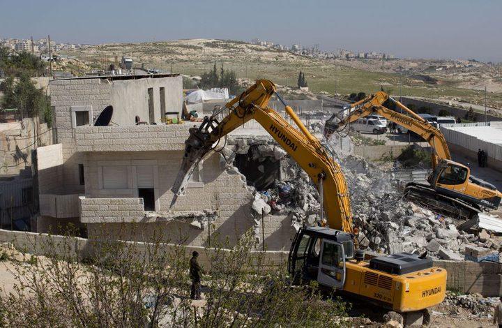 الاحتلال يهدم منشآت في حي بيت حنينا